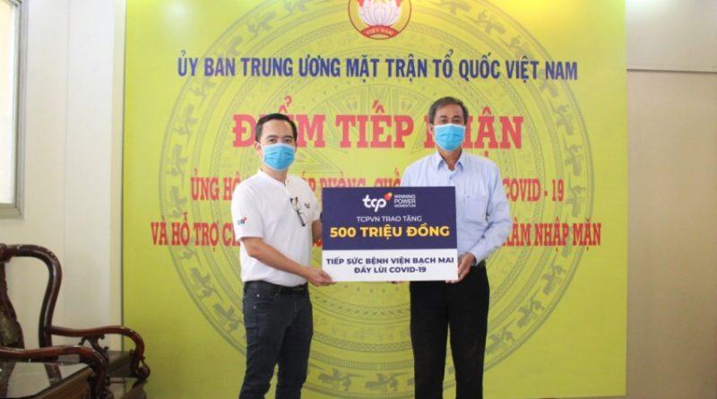 TCPVN trao ủng hộ Bệnh viện Bạch Mai