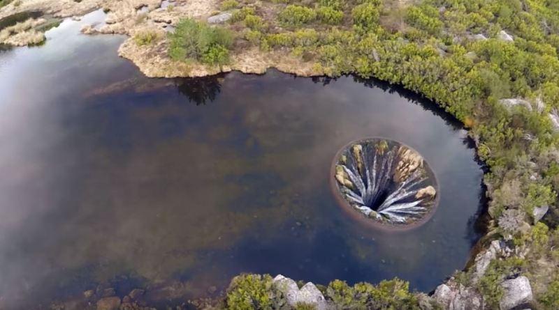 Hố nước Covao dos Conchos 'không đáy' giữa lòng hồ